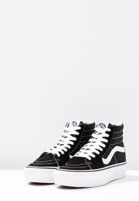 Vans - SK8 PLATFORM 2.0 - Zapatillas altas - black/true white - 6