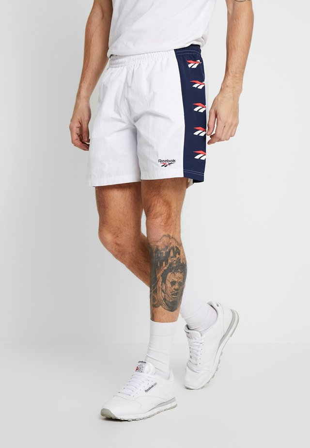 VECTOR GRAPHIC SERIES CASUAL SHORTS - Sports shorts - white