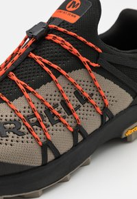 Merrell - LONG SKY SEWN - Scarpe da trail running - black/brindle - 3