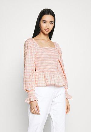 CHECK SHIRRED DETAIL PEPLUM - T-shirt à manches longues - pink
