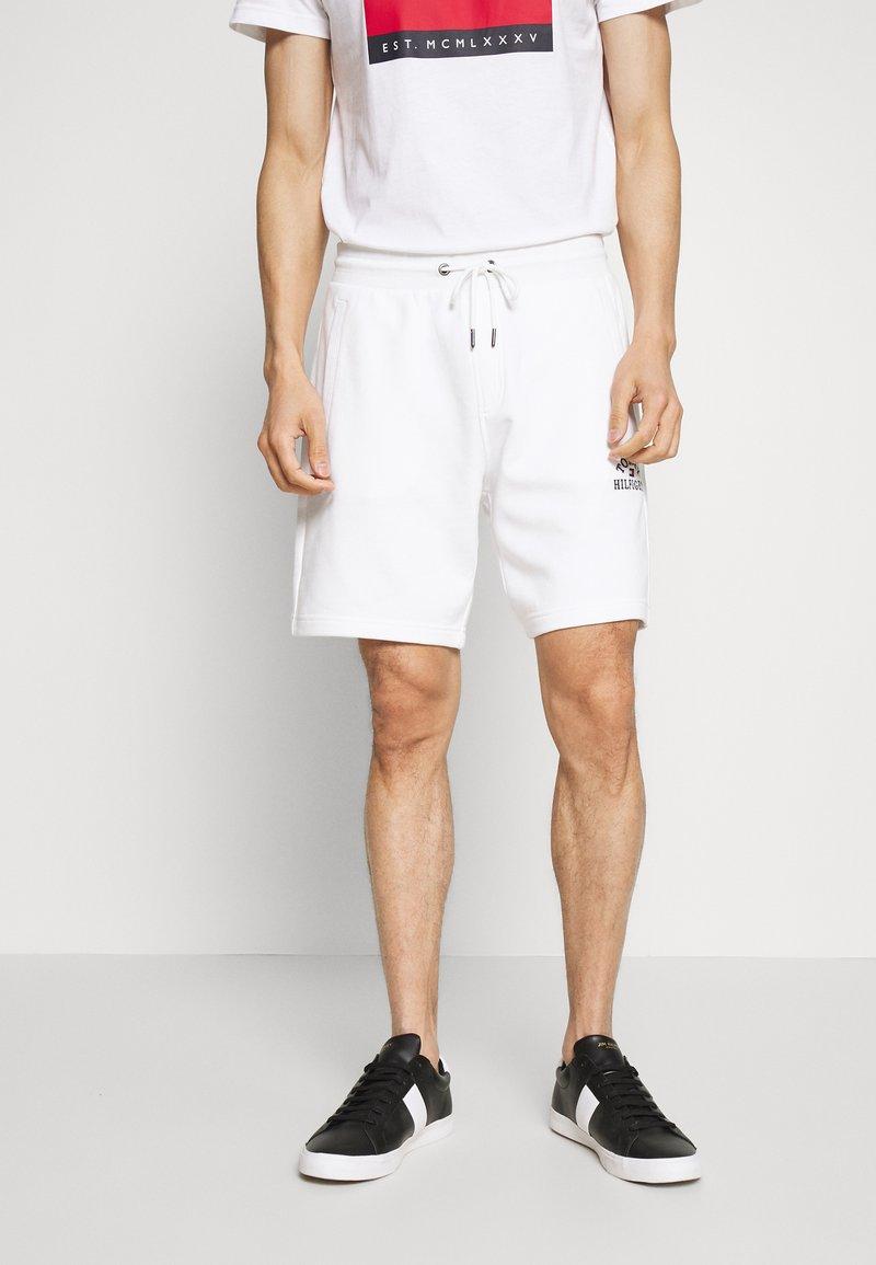 Tommy Hilfiger - BASIC EMBROIDERED  - Shorts - white