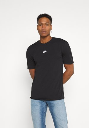 REPEAT - T-shirt med print - black