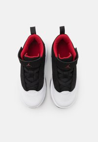 Jordan - MAX AURA 2 UNISEX - Basketbalové boty - white/gym red/black - 3