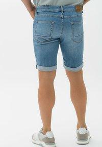 BRAX - STYLE CHRIS B - Denim shorts - vintage blue used - 2
