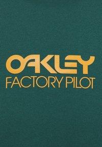 Oakley - EVERYDAY FACTORY PILOT TEE - T-Shirt print - bayberry - 2