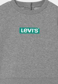 Levi's® - CREW SET - Tracksuit - grey heather - 3