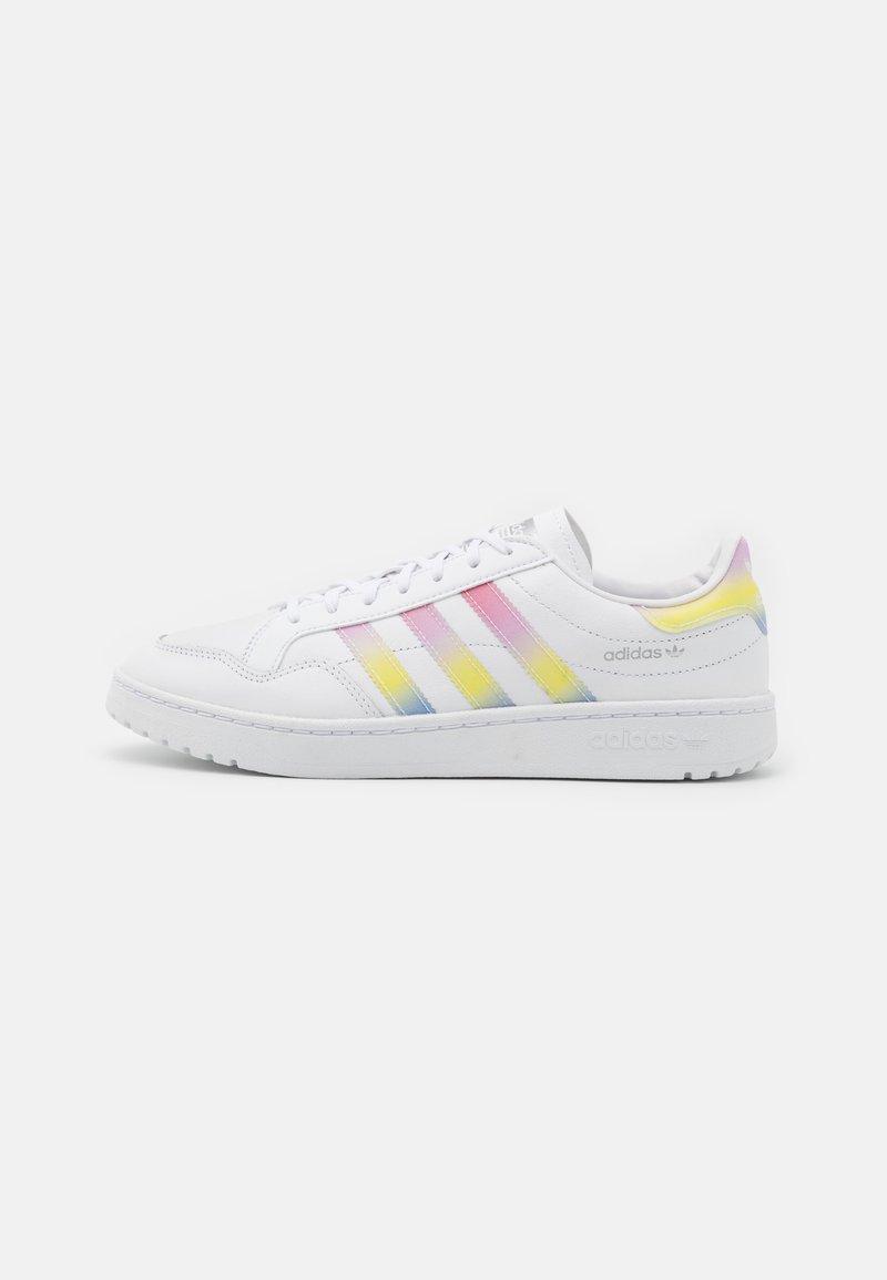 adidas Originals - TEAM COURT  - Tenisky - footwear white/true pink/silver metallic