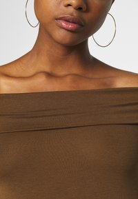 Vero Moda - VMPANDA OFF SHOULDER - Long sleeved top - dark brown - 5