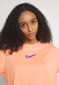 Nike Sportswear - CROP TEE  - T-shirt basique - crimson bliss - 3