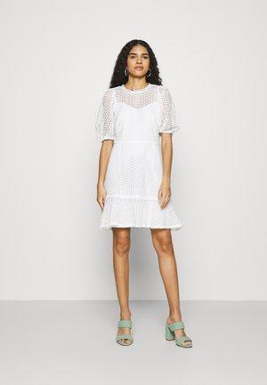 FIT AND FLARE DRESS - Hverdagskjoler - white