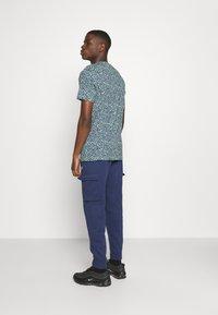 Nike Sportswear - BRAND RIFFS - T-shirt con stampa - cucumber calm - 2