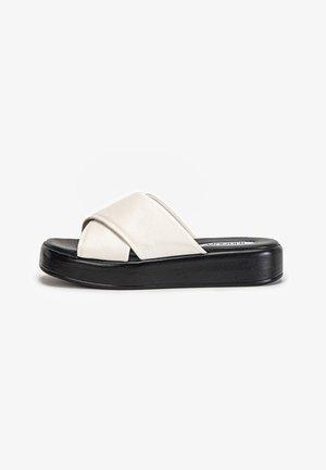 Sandaler - creme