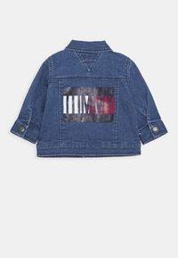 Tommy Hilfiger - BABY FLAG JACKET - Denim jacket - denim - 1
