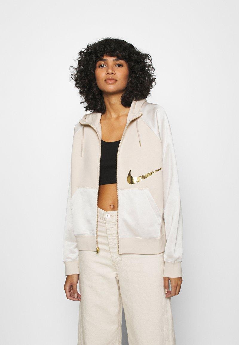Nike Sportswear - Sweatjacke - oatmeal/metallic gold