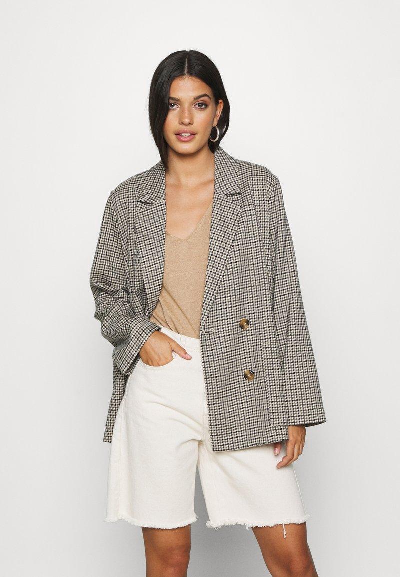 Monki - TWIGGY - Krátký kabát - beige medium dusty