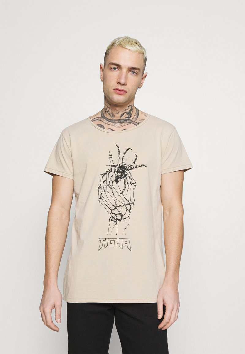 Tigha - DEAD HAND WREN - Print T-shirt - vintage light sand