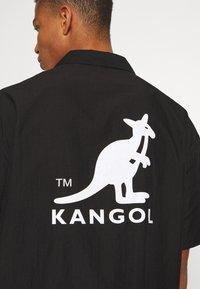 Kangol - HAWAII - Koszula - black - 7