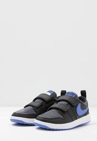 Nike Performance - PICO 5 GLITTER - Zapatillas de entrenamiento - black/white/sapphire - 3