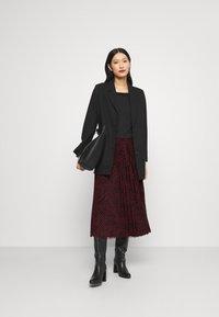 Guess - RAEGAN REVERSIBLE SKIRT - A-line skirt - scratched vichy black - 1