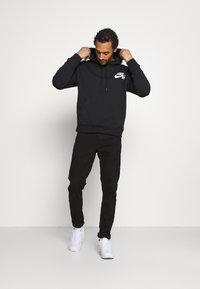 Nike SB - ICON HOODIE UNISEX - Luvtröja - black/white - 1