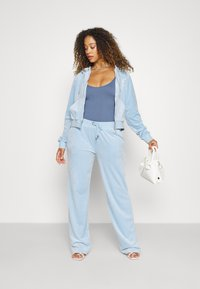 Juicy Couture - NUMERAL TRACK PANTS - Joggebukse - powder blue - 4
