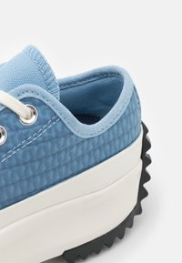 Converse - RUN STAR HIKE PLATFORM CROCHET TWIST UNISEX - Zapatillas - midnight navy/egret/sea salt blue - 5