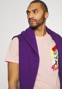 YOURTURN - UNISEX - T-shirt med print - pink - 3
