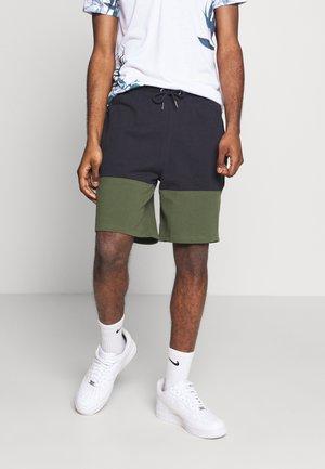 BURG C BLOCK - Teplákové kalhoty - green