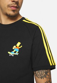 adidas Originals - THE SIMPSONS  3 STRIPES TEE - Print T-shirt - black - 4