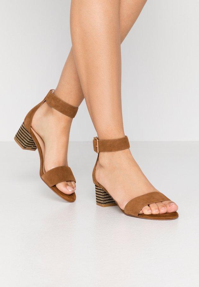 ARECA - Sandály - camel