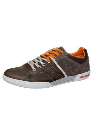 Sneakers laag - grey/ neon orange