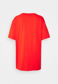 Nike Sportswear - T-shirt basique - chile red/white - 1