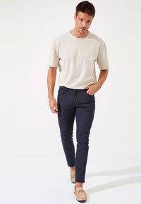 DeFacto - Pantalon classique - navy - 1