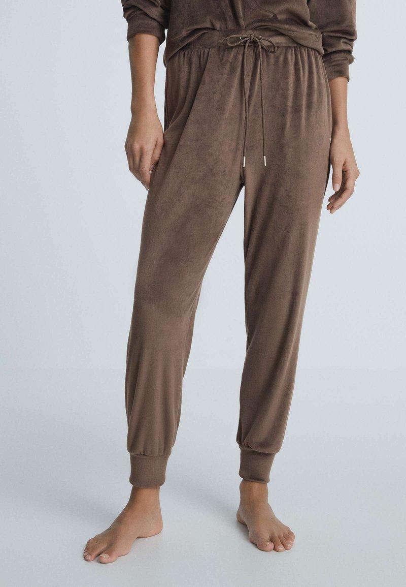 OYSHO - Tracksuit bottoms - brown