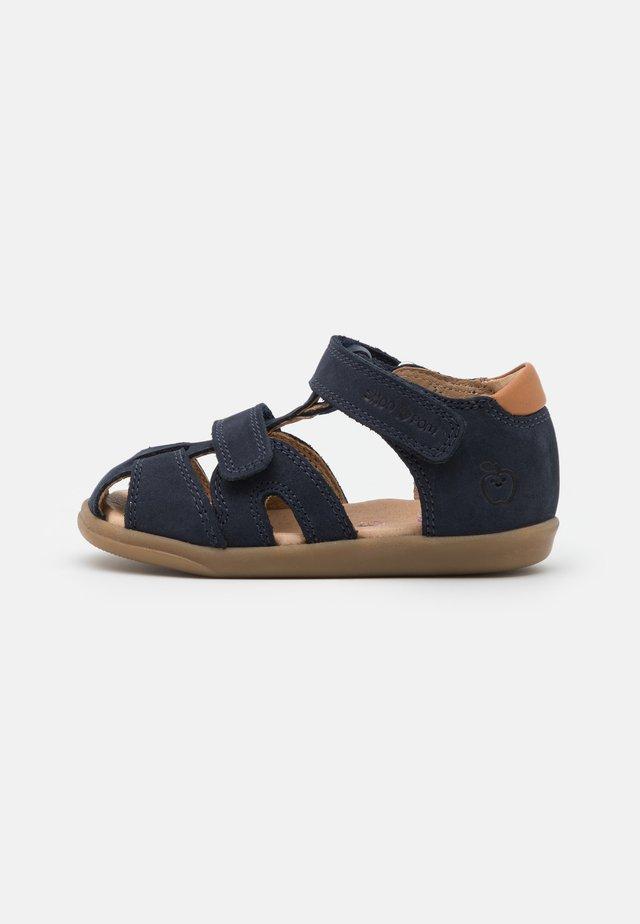 PIKA SCRATCH - Vauvan kengät - navy/wood