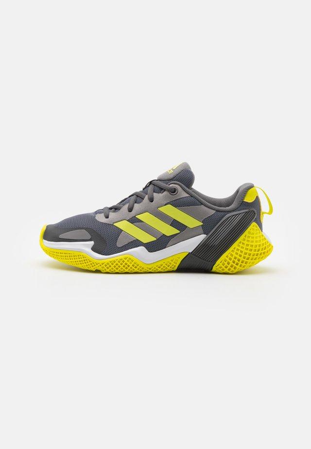 4UTURE RNR UNISEX - Neutrální běžecké boty - core black/solar yellow/grey five