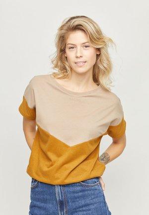 MINA T - T-shirt basic - tan/curry
