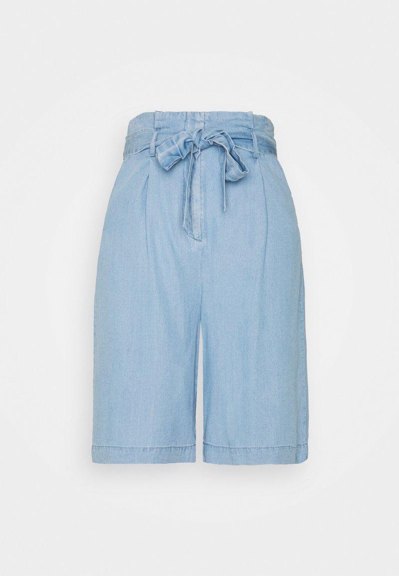 Vero Moda Tall - VMVIVIANANEVE - Shorts - light blue denim