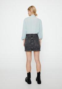 PULL&BEAR - MIT 3/4-ÄRMELN UND SCHLEIFE 05474380 - Button-down blouse - blue - 2