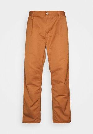 ABBOTT PANT DENISON - Spodnie materiałowe - rum rinsed