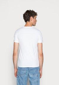 Levi's® - SLIM CREWNECK 2 PACK - Basic T-shirt - white/white - 2