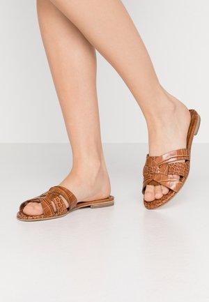 ELLE - Pantofle - caramello