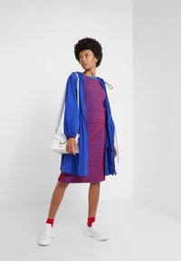 Opening Ceremony - SQUIGGLE  - Print T-shirt - cobalt cranberry - 1