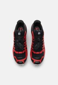 Salomon - SPEEDCROSS 5 - Běžecké boty do terénu - goji berry/white/black - 3