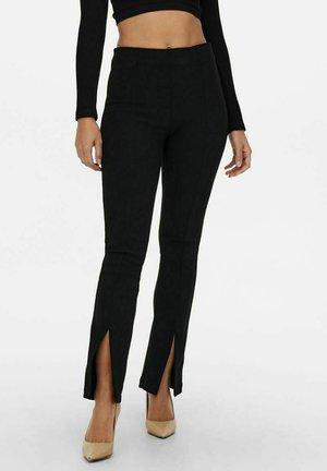 SCHLITZDETAIL - Pantalones - black