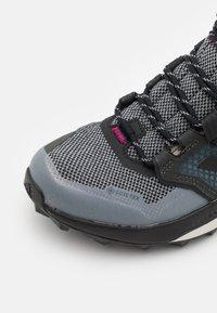 adidas Performance - TERREX TRAILMAKER MID GORE-TEX - Hiking shoes - metal grey/core black/power berry - 5