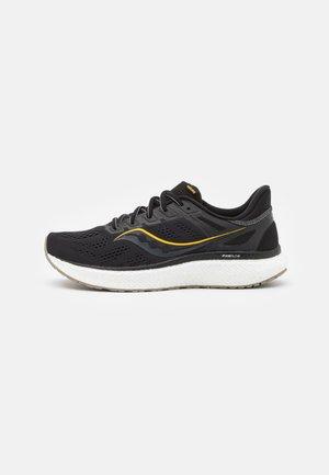 HURRICANE 23 - Stabilty running shoes - black/gold