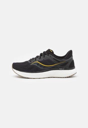 HURRICANE 23 - Stabilní běžecké boty - black/gold