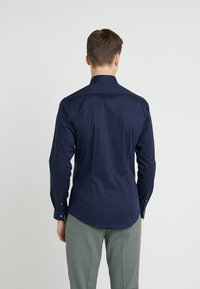 Tiger of Sweden - FILBRODIE EXTRA SLIM FIT - Chemise classique - navy - 2