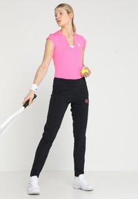BIDI BADU - BELLA 2.0 TECH NECK TEE - Jednoduché triko - pink - 1